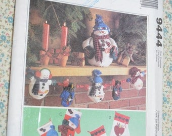 "McCalls 9444 "" Frosty Friends "" Snowman Centerpiece Garland Decorative Mittens Decoration Sewing Pattern - UNCUT"