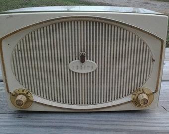 Zenith B513-F Radio Green Serial No. Z-19705