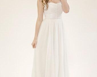 Jule / Sweetheart neckline wedding dress with lace-down bodice, chiffon skirt & court length train