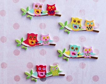 5 piece pretty OWL buttons. Children buttons. Crafting buttons. Scrapbooking. Extra buttons for decoration. Motif buttons.