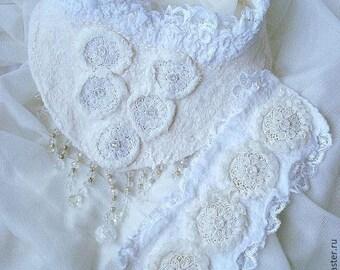 "Necklace and bracelet felt ""Shy"", silk, wool"
