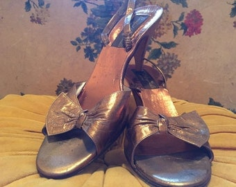Marilyn Style Classic Gold Slingback Sandals
