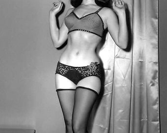 BETTIE PAGE PHOTO #16