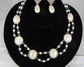 White pearland Rhinestone collar with matching Earrings