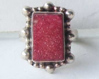 Sterling Silver and Deep Pink Druzy Stone Ring - Size 5 1/2      0295