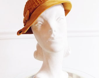 1930s butterscotch velvet ladies hat/ amber hat with bow / 40s beret hat