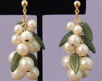 Vintage Pearl Earrings / Cascading Pearl Earrings / Dangle Drop Pearl Earrings / Wedding Earrings / Pearl Berry Earrings with Lucite Leaves