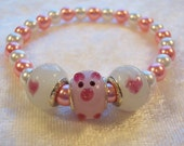 Pink Pig Glass Lampwork, Pink and White Glass Pearls, Piggy Elastic Bracelet