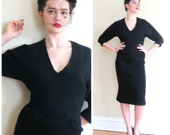 Vintage 1950s Black Knit Wiggle Dress / 50s Long Sleeved V Neck Dress in Textured Knit / Small