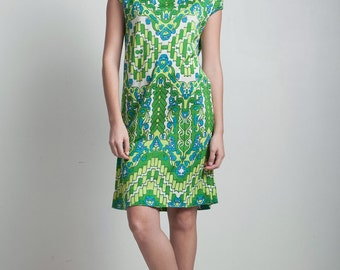 vintage 70s green printed mini shift dress acrylic fold over collar cap sleeves SMALL S