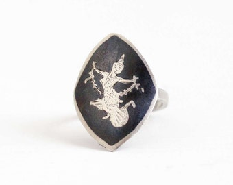 Sale - Vintage Sterling Silver Dark Gray Niello Siam Ring - 1940s Size 6 3/4 Thai Thailand Etched Goddess Shield Statement Unique Jewelry