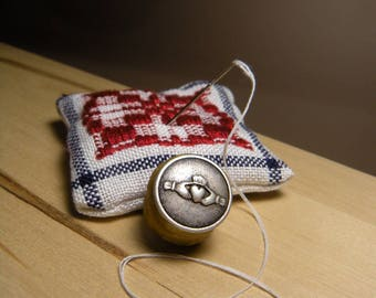 Sewing Thread Waxer, Beeswax Thread Conditioner, Sewing Notion, Hand Made Sewing Thread Conditioner, Beading Thread Waxer, Pure Beeswaxer