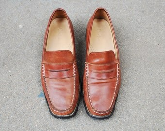 Vintage Womens 8b Cole Haan Brown Leather Slip On Loafers Penny Loafer Dress Casual Prep Boat Deck Shoes Boho Classic Summer Spring Fashion