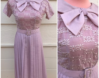 Pastel lilac 1950s bow front belted day dress size small