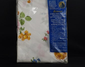 Original Unopened Fieldcrest Smithsonian Two 2 Pillow Case Floral Print Created From Designs in the Smithsonian Standard Size Pillow Cases