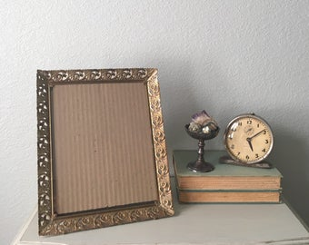 Mid Century Picture Frame / 8x10 Gold Metal With Art Deco Filigree / Home Decor Perfect For Old Family Photo / Antique Farmhouse Frame