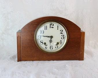 Thomaston Plymouth Clock- Antique Art Deco Oak Mantel Clock- 1934- 8-day Pendulum chime- Key included- Thomaston, Connecticut, 4000 series