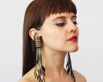 vintage statement earrings / 1980s shoulder duster earrings / slinky avant garde earrings / clip on / bronze metal earrings / biomorphic