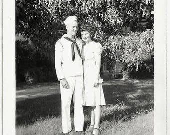 Old Photo Ww2 Affectionate Us Sailor and Woman 1940s Photograph Snapshot vintage