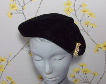 1950s Vintage Fascinator Hat Black  Velvet Half Hat With Crescent Pearl Feature Lucila Mendez New York