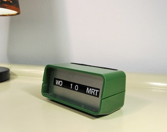 Vintage Perpetual Calendar Green Color made by ARLAC Switzerland in the 70s