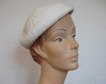 Cream 1960's Beret Style Hat// Pleats// Bow