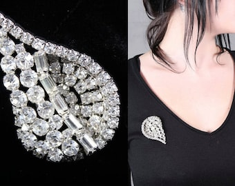 Vintage Brooch WEISS SIGNED Deco Leaf silver toned Pin RHINESTONES Mod Glam Woman's White Faux Diamonds Retro Jewelry Holiday Gift Accessory