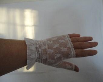 Vintage White Nylon Lace/Net Fingerless Gloves 1980s - Free Size - Ideal Bridal/Wedding/Prom - Butterfly Design