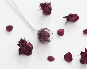 Real rosebud necklace - Rose necklace - Real rose pendant - Resin pendant necklace - Dried rose jewelry - Floral jewelry - pendant with rose