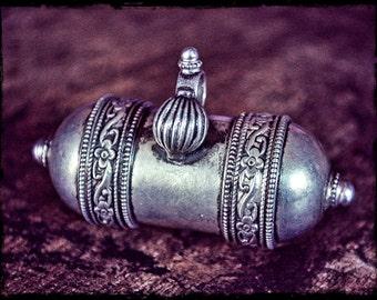 Old Indian Silver Amulet - India Taviz Pendant - Tribal Indian Amulet - Openable Indian Silver Hirz Pendant - Tribal Rajasthan Pendant