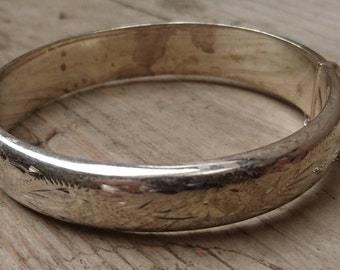 Vintage sterling silver hinged bangle