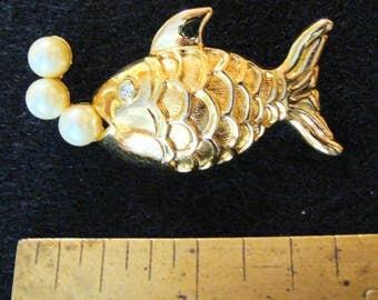 Marvella 1950s fish brooch