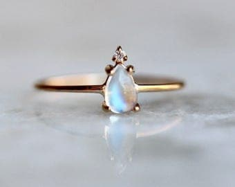 14k Pear Moonstone Ring, Teardrop Moonstone Ring, Tear Ring, Prong Setting, June Birthstone, Solid Gold, Tiara Ring Ring, Floating Stone