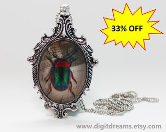 Ma19: Red-Green Beetle antique style pendant/keychain