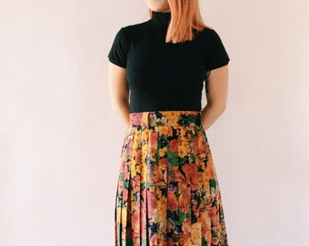 Vintage long pleated skirt with flowers because it is winter, Virgin wool!