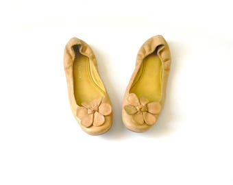 Women's Mustard Leather Flats Size 7