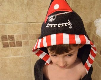 Pirate Hooded Towel, Pirate, Childerns towel, personalized towel, bath, pool or beach towel, stitches by natalie, monogrammed towel