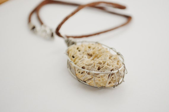 Necklace Beach Junk, Beach Fossil Necklace, Beach Junk Jewelry Necklace, Wired Beach Stone Necklace, Cool Beach Necklace on Hemp String