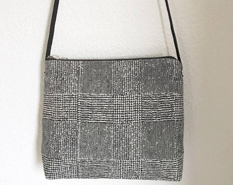 Bag mini-bandolera in cotton with black and white geometric print.