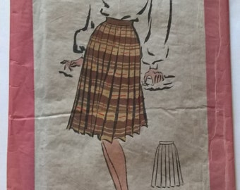 Fabulous 50's woman pleated skirt size 16/taille 44 - French vintage sewing pattern Patrons Marie Claire 3330