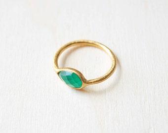 Green Onyx gold ring, Green ring, Green onyx gemstone jewelry, green gemstone ring, ring different sizes, green semiprecious stone ring