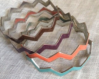 Ultra Funky Chevron Zigzag Colored Metal Bangle Set of 4 EARTH TONES Boho Chic Vintage Retro Gypsy