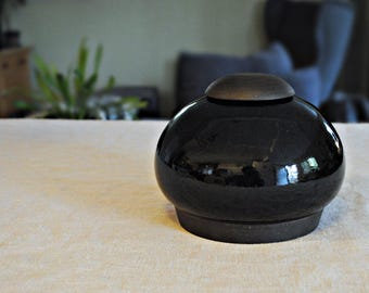 Black jar, lidded jar, pot noir, François Grenier