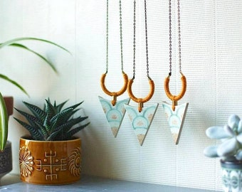 StayGoldMaryRose - Stylish vintage denby stoneware 'Heligan' arrow necklace on long antique brass chain.