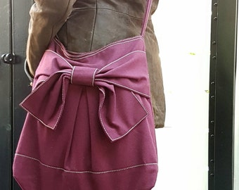 Redridingbow: Everyday Bag, Messenger Crossbody Bag, Shoulder Bag, Diaper Bag, School Bag, Travel Bag,Shopping Bag -Pretty Bow in Maroon