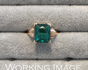 Vintage Yellow Gold Green Stone Ring