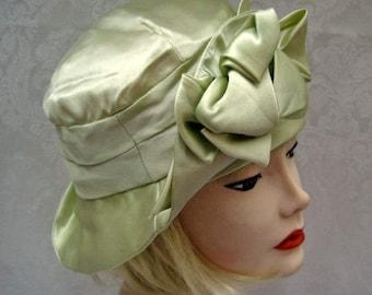 "1920s Cloche Hat / Silk Cloche Hat / Pastel Green / 21 1/2"" / DEADSTOCK"