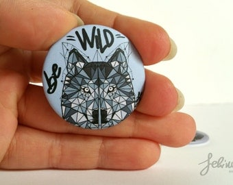 Round magnet be wild Wolf in polygons