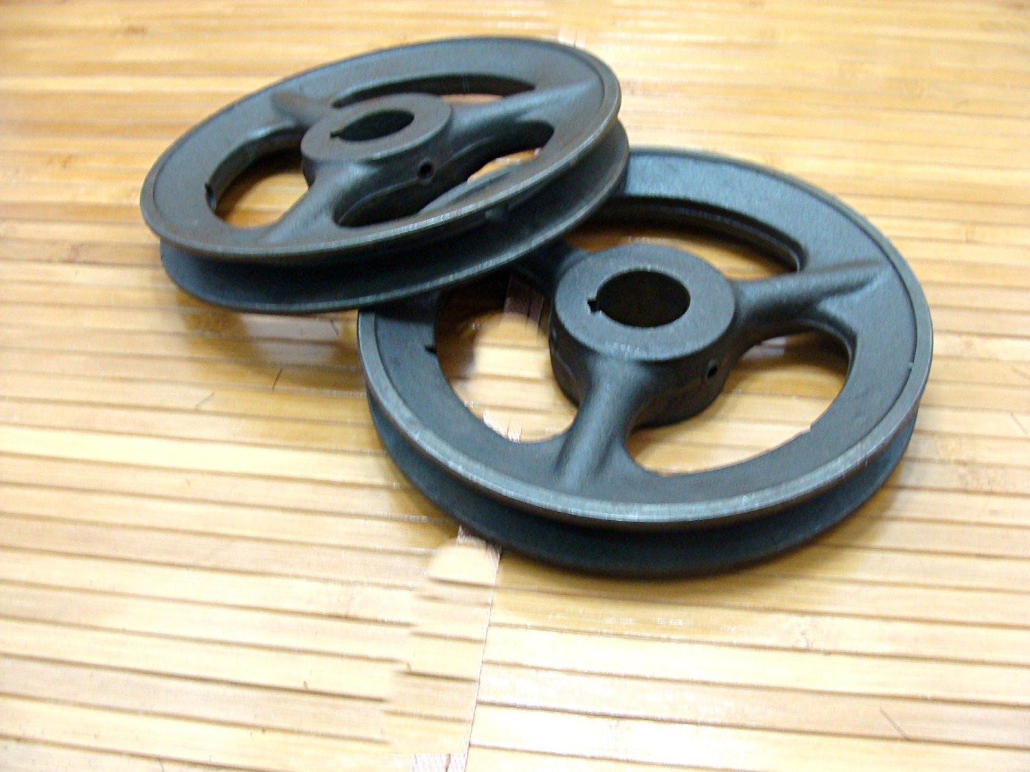 Cast iron pulley lot old metal belt pulley old metal wheel for Uses for old pulleys