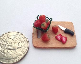 1:12 Scale Strawberries & Cutting Board Dollhouse Miniature